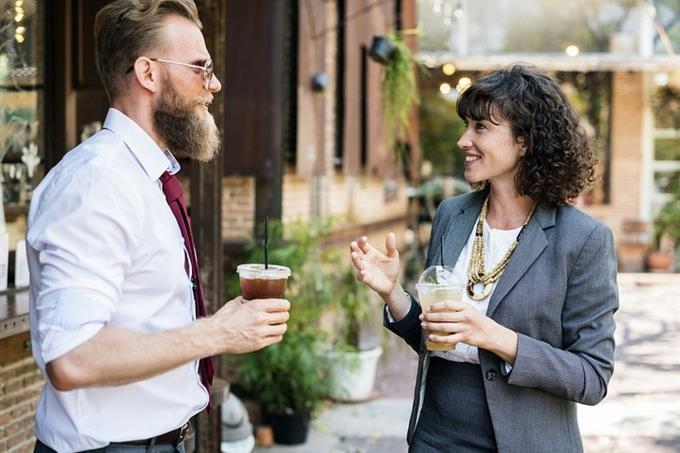 אישיות אנשי רנסאנס: שני אנשים משוחחים
