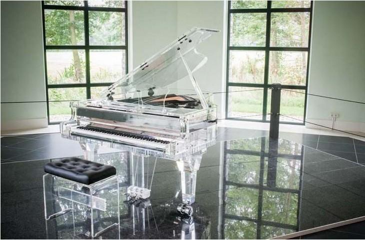 פריטים יקרים: פסנתר קריסטל