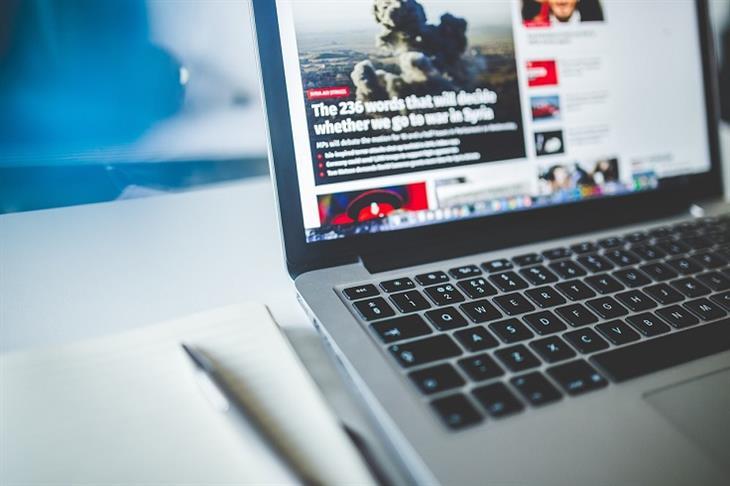 מונחים מתחום האינטרנט: דפדפן פתוח על מחשב נייד