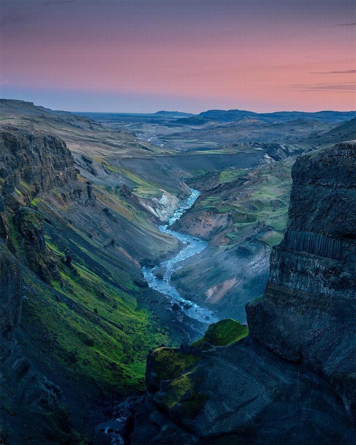 נופים מדהימים מרחבי העולם: קניון באיסלנד