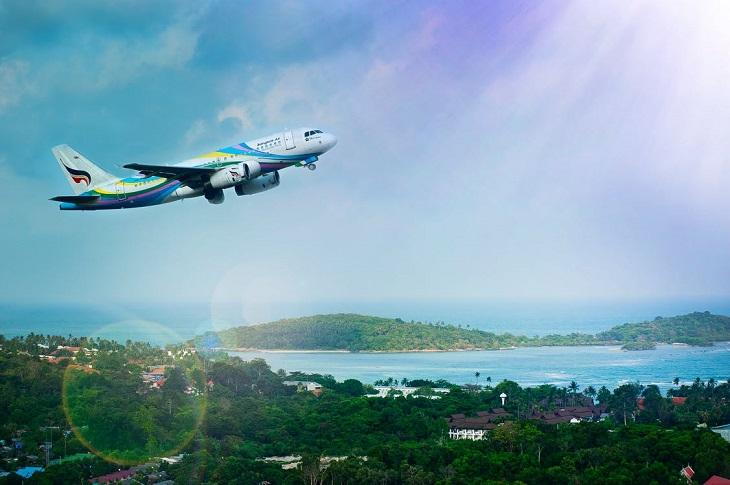 דרכים לשרוד חופשית זוגית: מטוס מעל אתר נופש