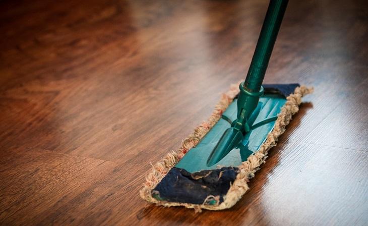 ניקוי דירה חדשה: ניקוי רצפת פרקט