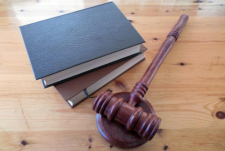 שיעורים לחיים: ספרים ופטיש של שופט