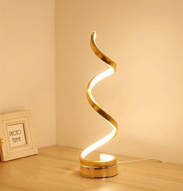 מנורות מדליקות: מנורה ספירלית מזהב