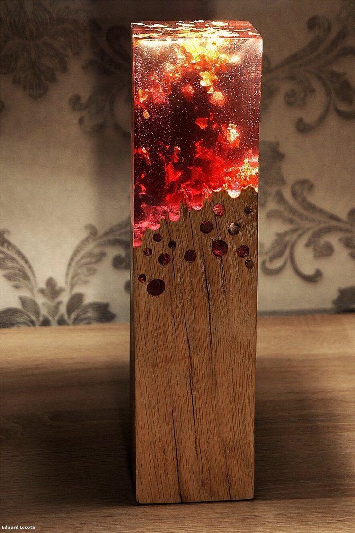 מנורות מדליקות: מנורה שעשויה מעץ ואבן חן