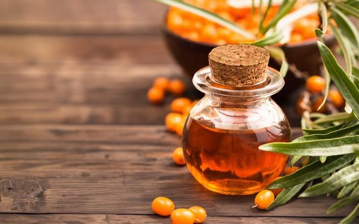 שמנים לטיפול נגד הזדקנות העור: בקבוקון שמן שמן היפופיאה/אובליפיחה