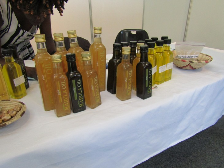 שמנים לטיפול נגד הזדקנות העור: בקבוקי שמן מרולה