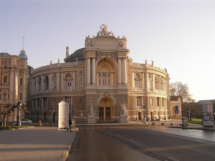 אתרי תיירות מומלצים באודסה: בית האופרה של אודסה