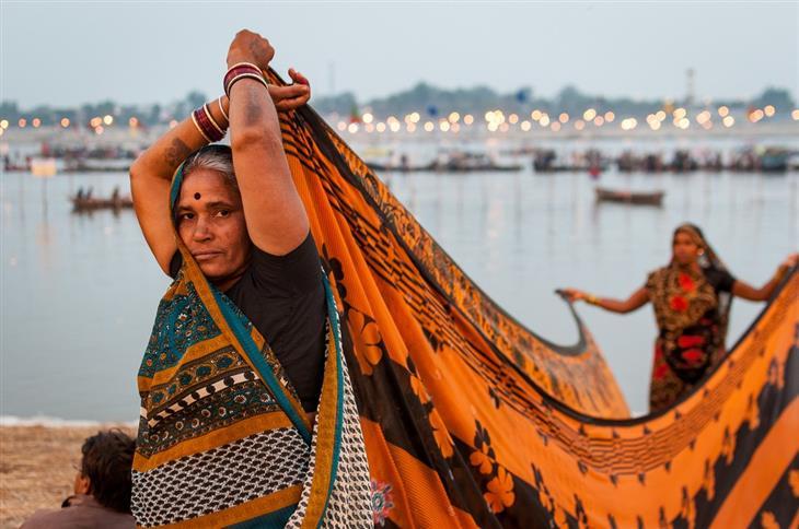 תמונות מפסטיבל הכד בהודו: אישה עוטה סארי