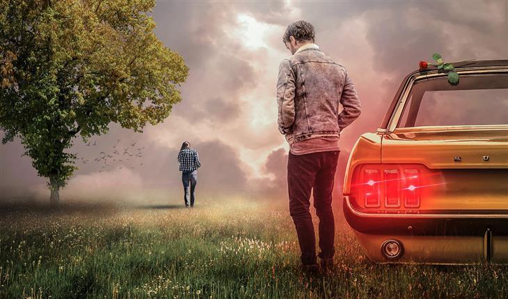סיבות לבגידה: איש עומד לצד רכב ואישה עומדת הרחק ממנו מולו עם גבה אליו