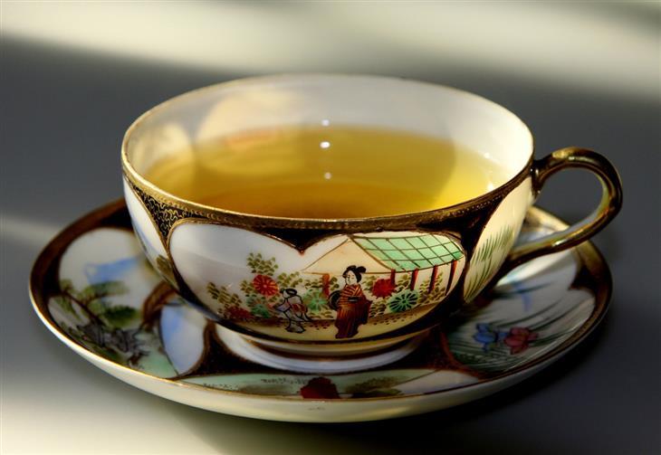 איך לטפל באוסטאופניה: כוס תה ירוק