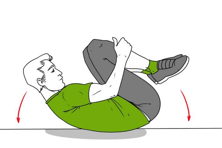 תרגילים לכאבי גב: הדגמה של התנדנדות על הרצפה