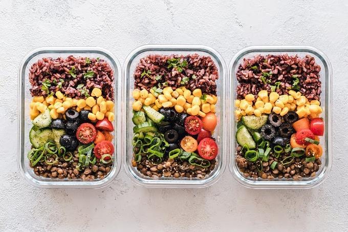 בחן את עצמך: 3 קופסאות מלאות באוכל