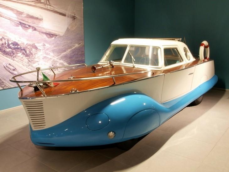 מכוניות מוגזמות: הכלאה בין מכונית ישנה לסירה