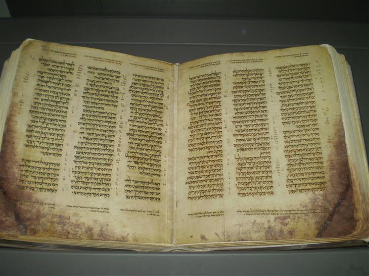 סיפורם של ספרי תורה שהשתמרו: כתר ארם צובא
