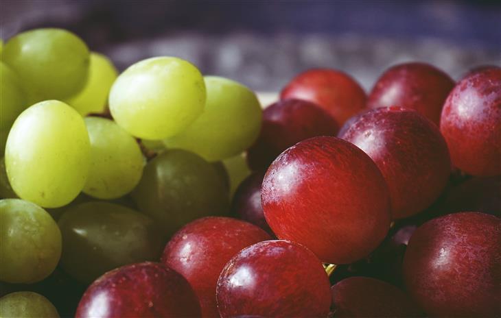 הרגלים לפני השינה שעוזרים לרזות: ענבים