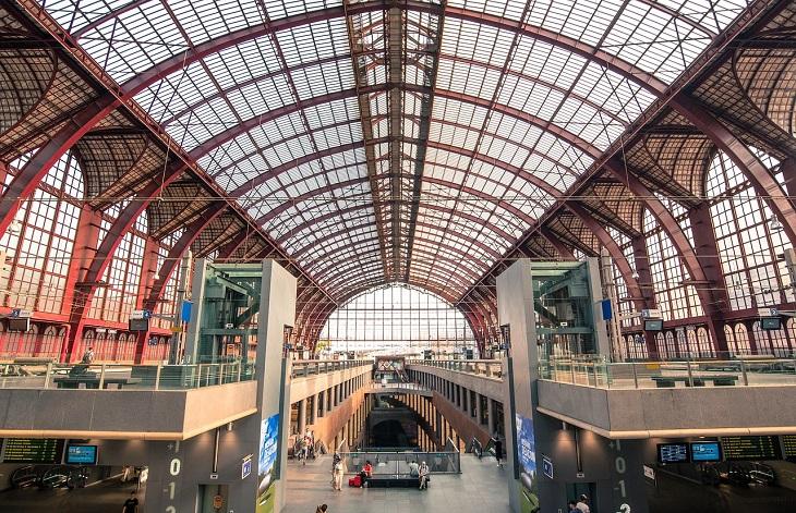 אטרקציות באנטוורפן: האולם המרכזי של תחנת הרכבת