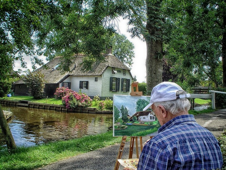 שיטת ניקסן להפחתת לחצים: גבר מצייר בית בעיר ההולנדית חיטהורן