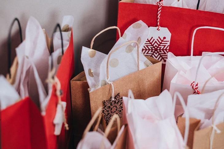 מחקר על זוגיות מאושרת: שקיות של קניות