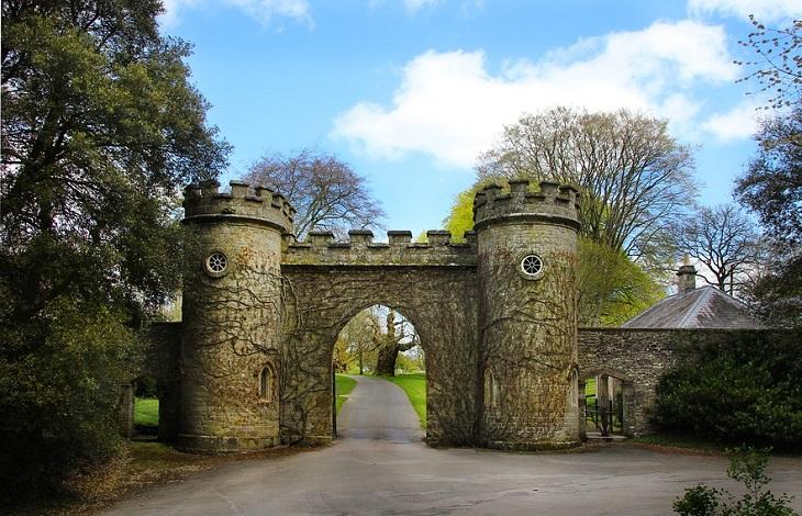 אתרים בדרום אנגליה: שער בסטורהד