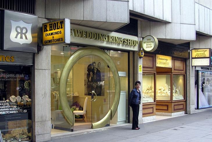 סיפורי שוד: חזית חנות תכשיטים בגן האטון
