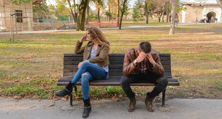 למה גברים בוגדים: גבר ואישה שנפרדו