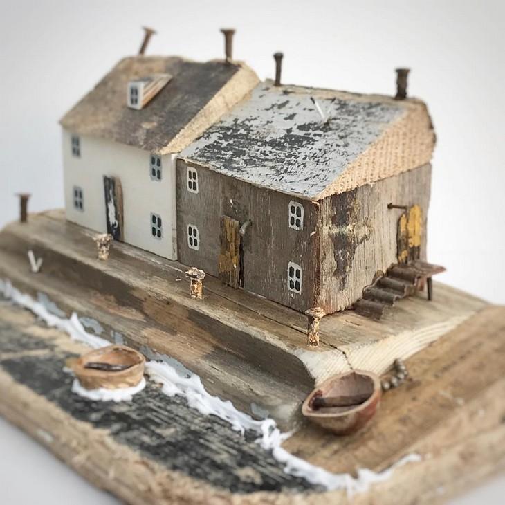 יצירות מעצי סחף: בתים בעיר נמל
