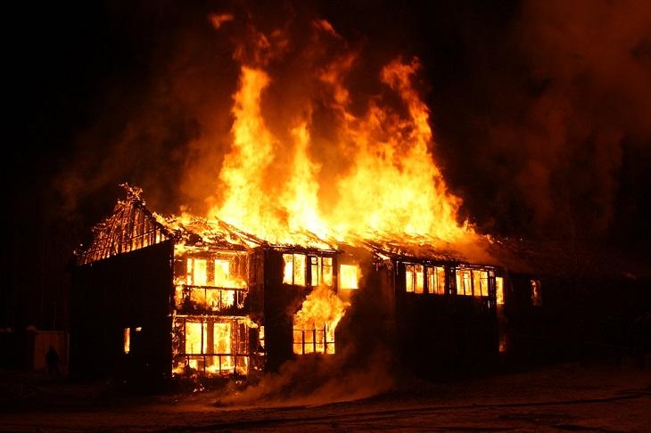 בדיחה: בית נשרף