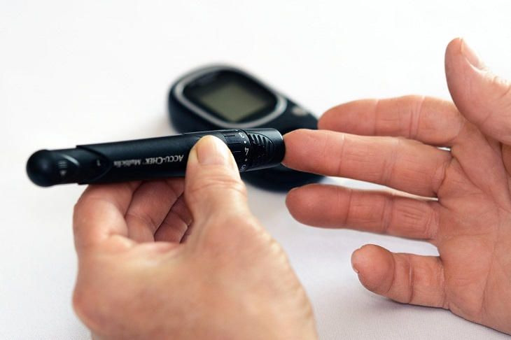 נקודות לחיצה לחולי סוכרת: בדיקת רמת סוכר