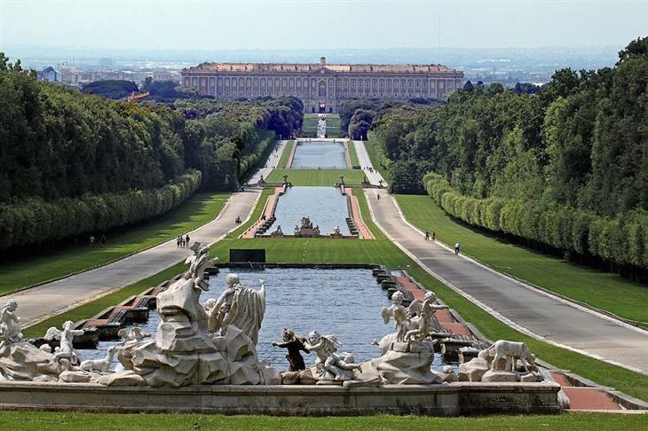 המלצות למקומות בקמפניה: ארמון קזרטה