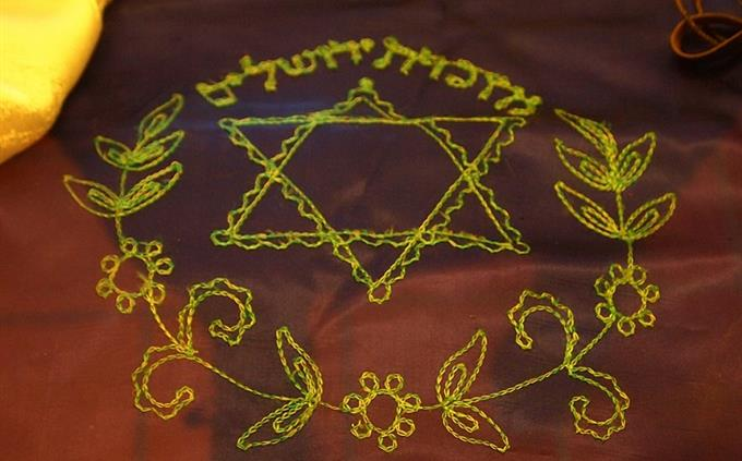 טריווית העם היהודי: פרוכת ועליה עיטור מגן דוד