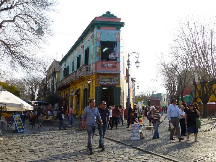 אתרים בבואנוס איירס: רחוב בשכונת לה בוקה