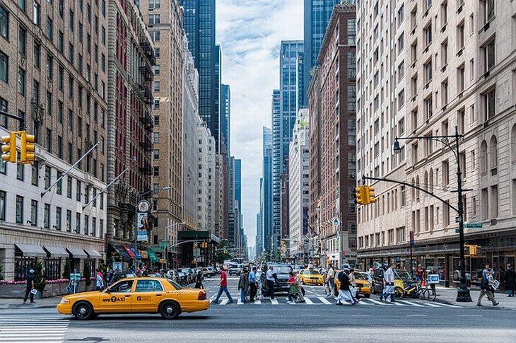 תהליך הגשת בקשה לגרין קארד: רחוב בניו יורק