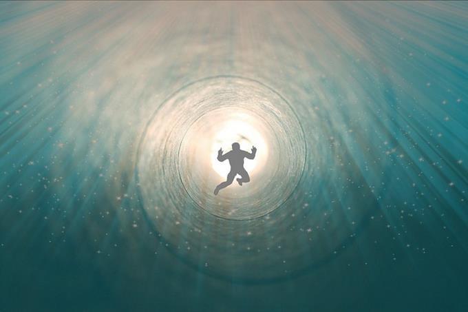 מבחן אישיות פילוסוף יווני כמנטור: אדם נופל לתוך מערבולת