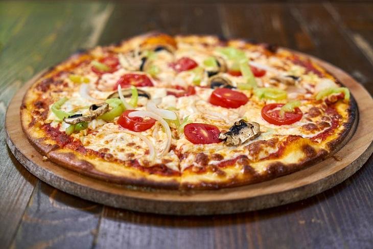 מחוות קטנות של הורים לילדים: מגש פיצה