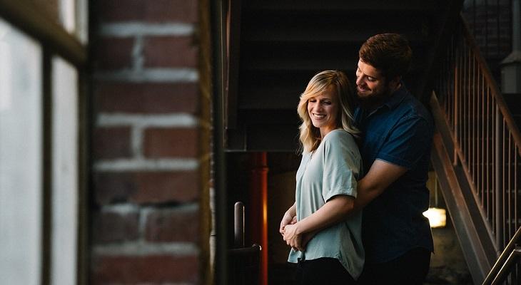משמעות של התנהגות במערכת יחסים: זוג מאושר