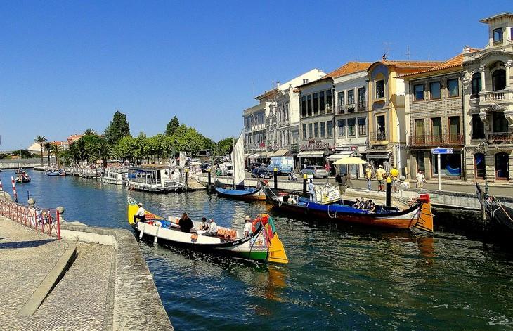 האזורים היפים של פורטוגל: סירות בנחל בעיר אוויירו