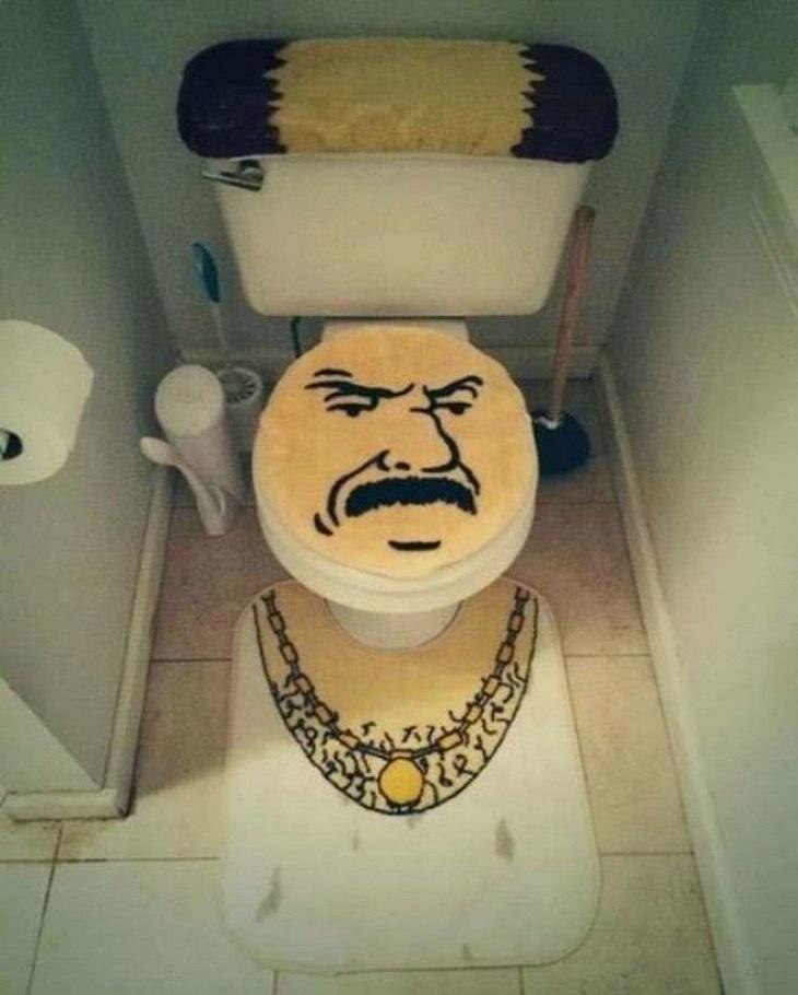 שירותים הזויים: תא שירותים בעיצוב מצחיק של גבר ערס