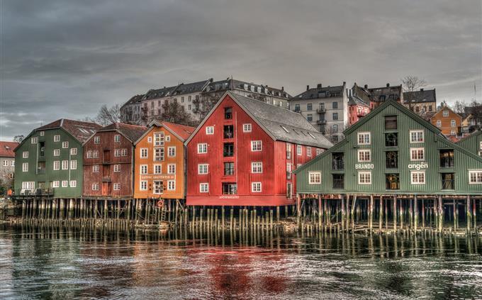 מבחן זיכרון: בתים צבעוניים על נהר