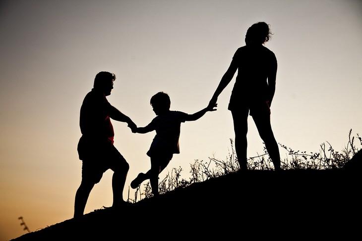 עצות חכמות לחיים: צללית של משפחה