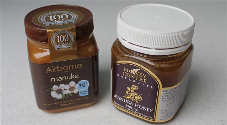 יתרונות דבש מאנוקה: צנצנות דבש מאנוקה