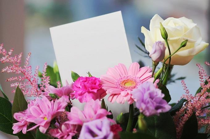 מבחן אישיות לפי מקום בילוי: זר פרחים עם פתק