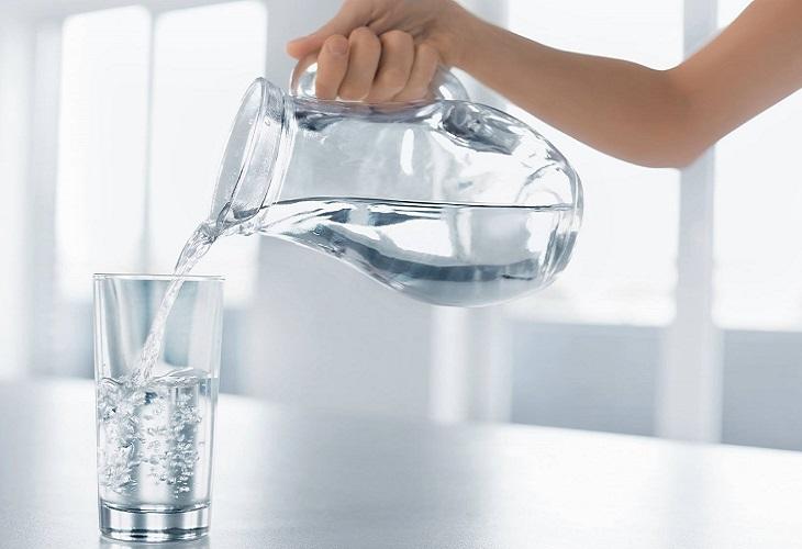 טיהור מים: מזיגת מים לכוס