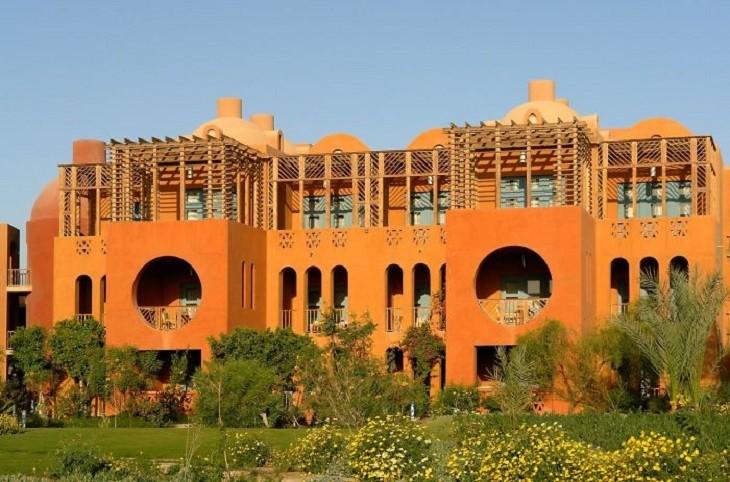 מבנים מרשימים באפריקה: אתר הנופש אל-גונה