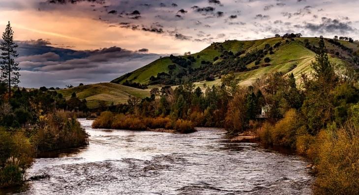 בדיחה: נהר גדול בטבע