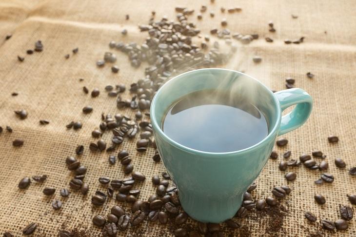 טיפים לשיפור יחסים בין אישיים:כוס קפה רותחת