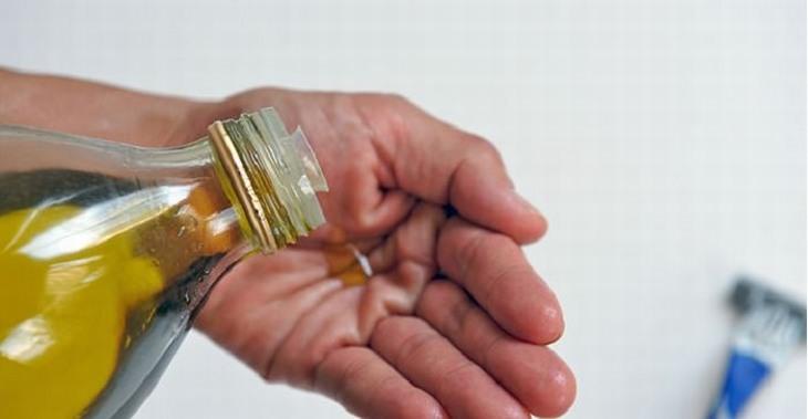 טיפים שכל אישה צריכה להכיר: שמן זית על כף יד