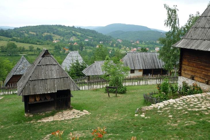 עיירות וכפרים בסרביה: הכפר סירוגוינו