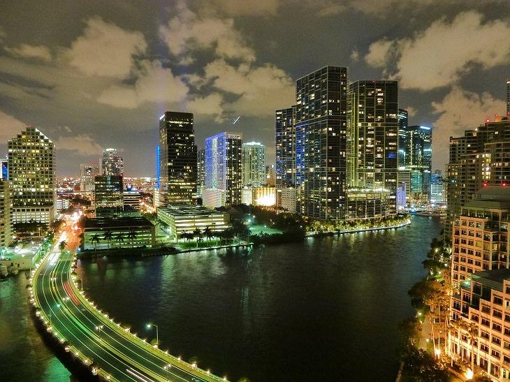 אטרקציות במיאמי: מיאמי בלילה