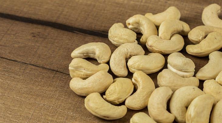 יתרונות בריאותיים של קשיו: אגוזי קשיו